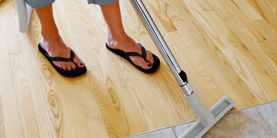 waxing-and-buffing-floors